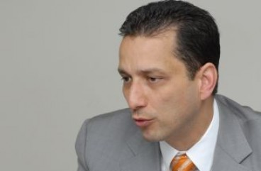 Carlos J. Dávila President and CEO, U.S. Century Bank – email address